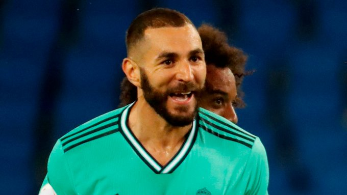 (Video) Controversial Karim Benzema goal puts Real Madrid 2-0 up