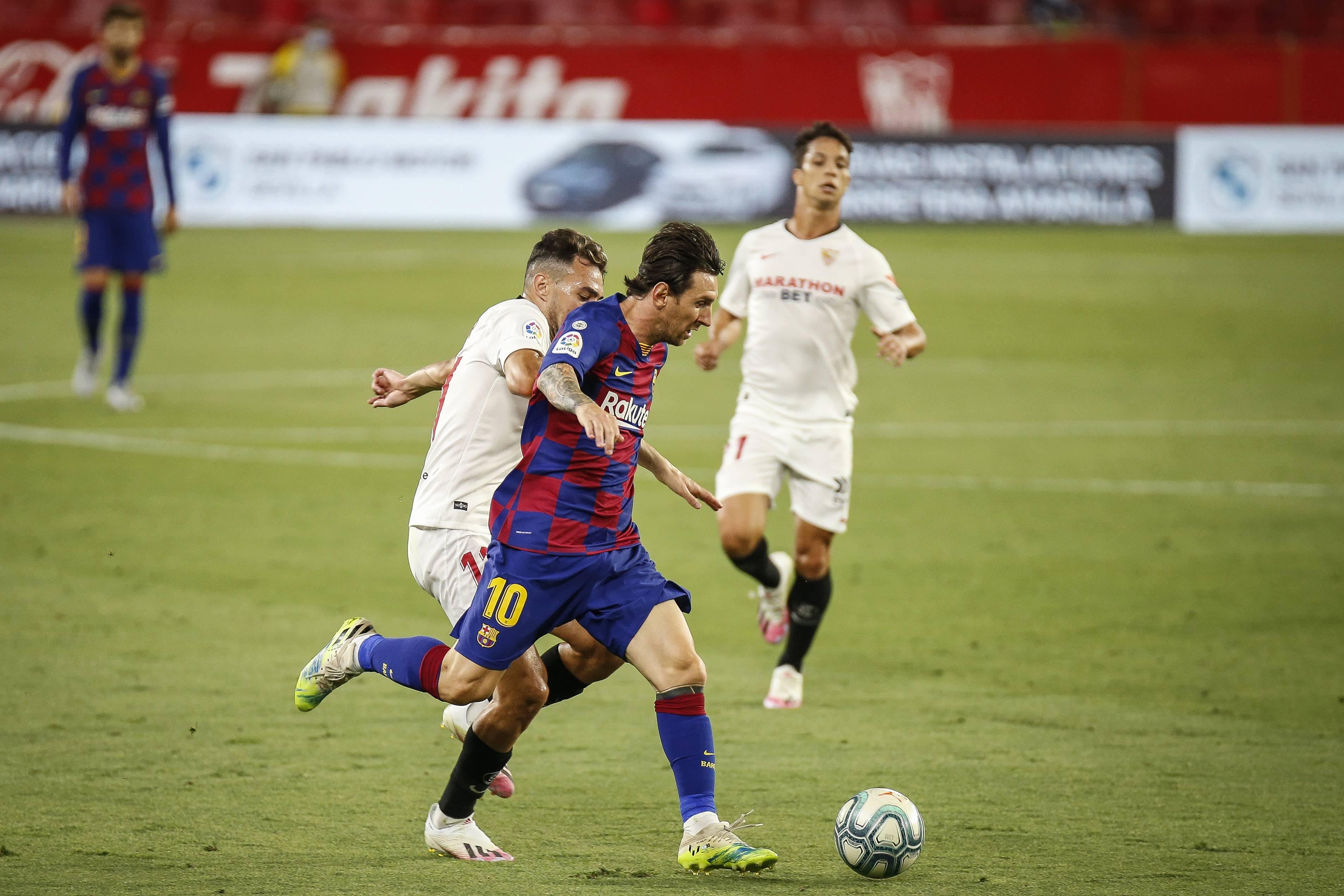 Barcelona suffer La Liga title blow in 0-0 Sevilla draw