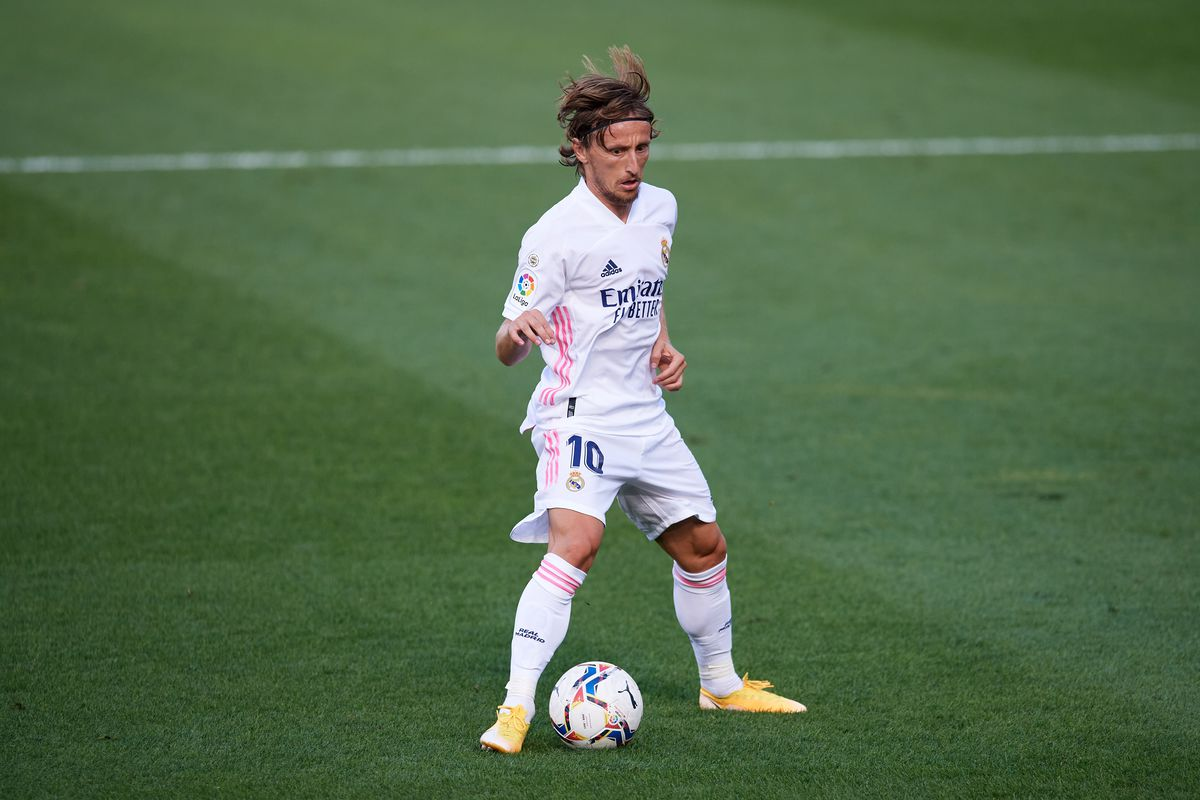 Luka Modric defying time at Real Madrid but still waiting for new deal -  Football Espana
