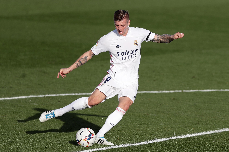 Watch: Toni Kroos puts Real Madrid 2-0 ahead against Valencia - Football  Espana