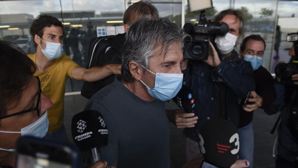 Lionel Messi's father travelling to Barcelona for contract talks