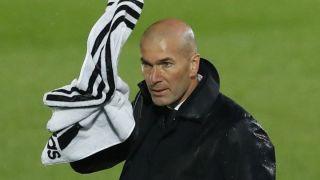Zinedine Zidane愤怒与匹配官员,如皇家马德里用塞