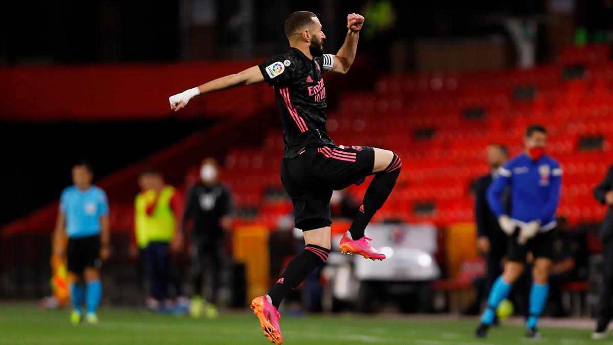 Real Madrid beat Granada 4-1 to keep La Liga title ambition alive