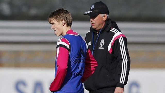 Martin Odegaard y Carlo Ancelotti