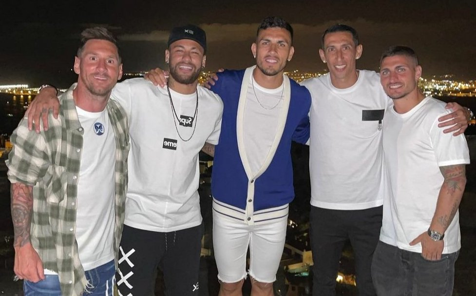 Messi vừa đi chơi với nhóm cầu thủ PSG