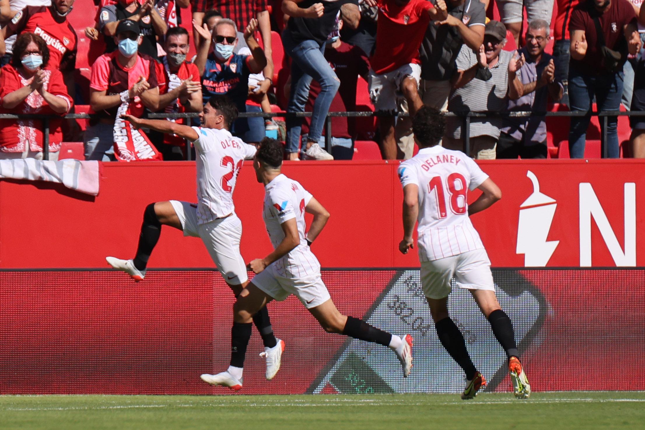 Sevilla go top after winning 5-3 shootout with Levante at the Sanchez-Pizjuan
