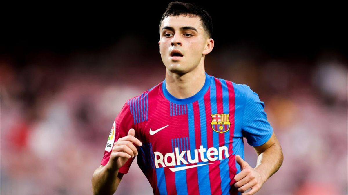 Barcelona agree new contract with €1bn release clause for Pedri - Football  Espana